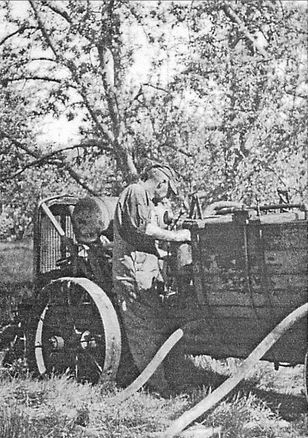 057 1920s collingsworth spray rig man